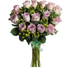 bouquet of roses in lilac tones