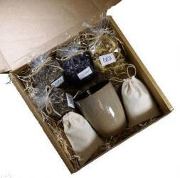 gift set with tea and herbs