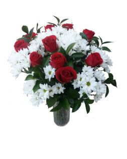 Bouquet of 15 red roses and camomiles