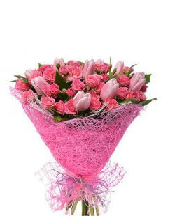 bouquet of spray roses and pink tulips