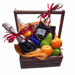gift set with wine and fruit
