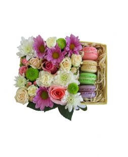 flower composition with macaroons