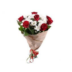 bouquet of 15 red roses and chamomiles