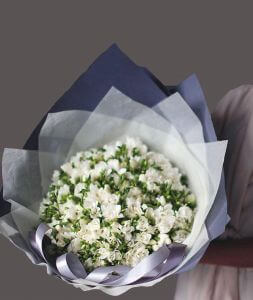 "bouquet of flowers ""White nights"""