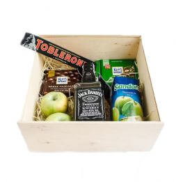 gift set with whiskey and juice
