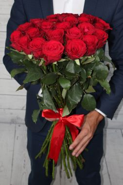 red roses in a elegant bouquet