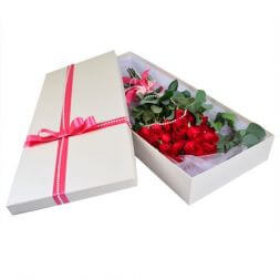roses in a box of 25 pcs
