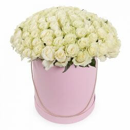 101 white roses in a hatbox